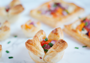 Easy to make savoury puff pastry tarts with cherry tomatos - Vegetarian brunch recipe
